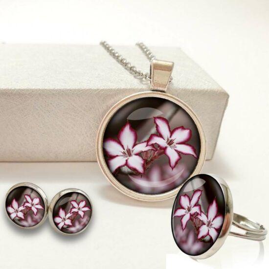 ccc5147400 Fehér lila virágos ékszer szett (nyaklánc+bedugós füli+gyűrű)